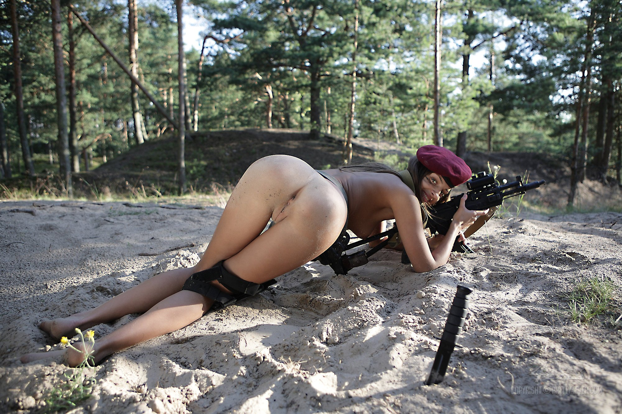 airsoft-nude-older-woman-shaving-her-pussy