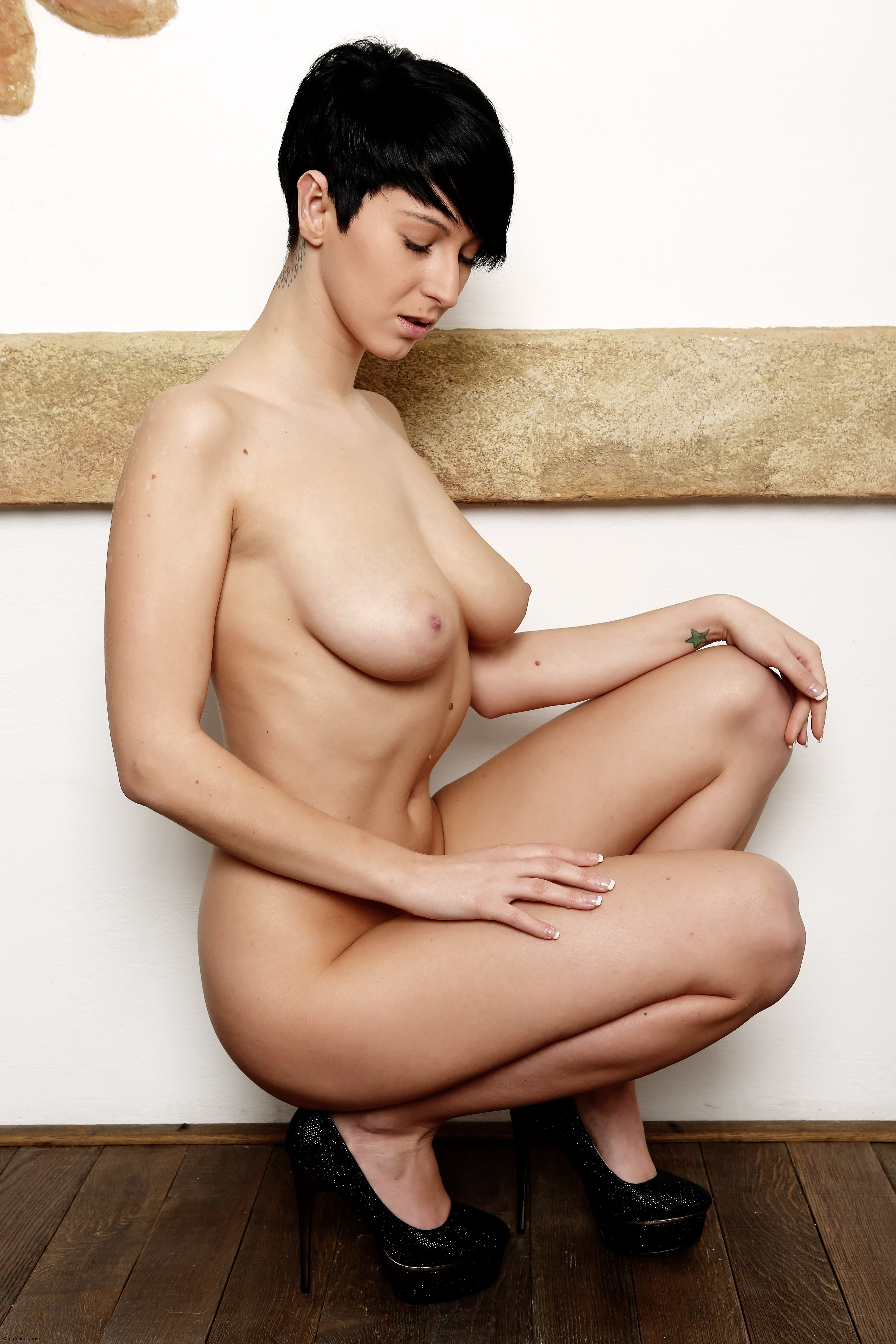 girl-nude-black-girls-with-short-hair-pic-stickam-gif-indian
