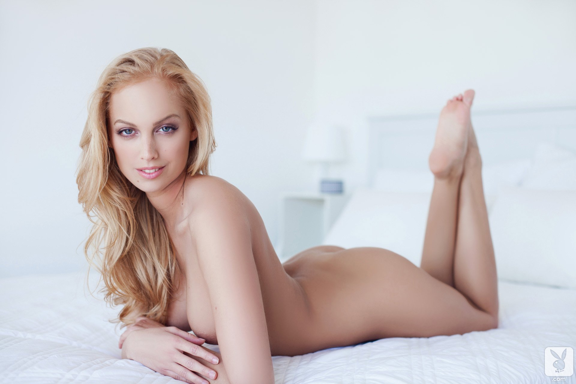 Orgasm laura vandervoort naked pics and
