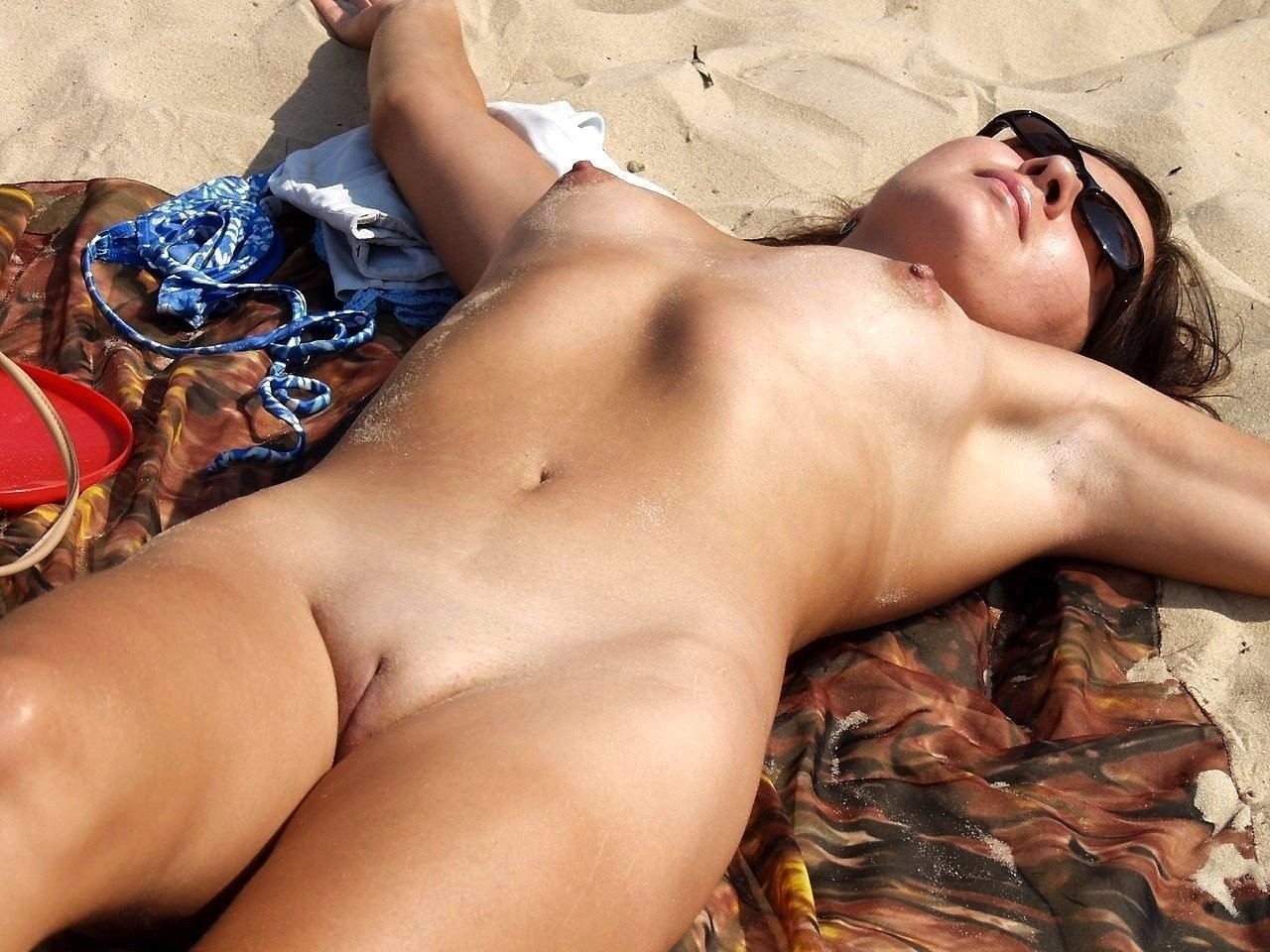 Beach sleeping nude girls — img 13