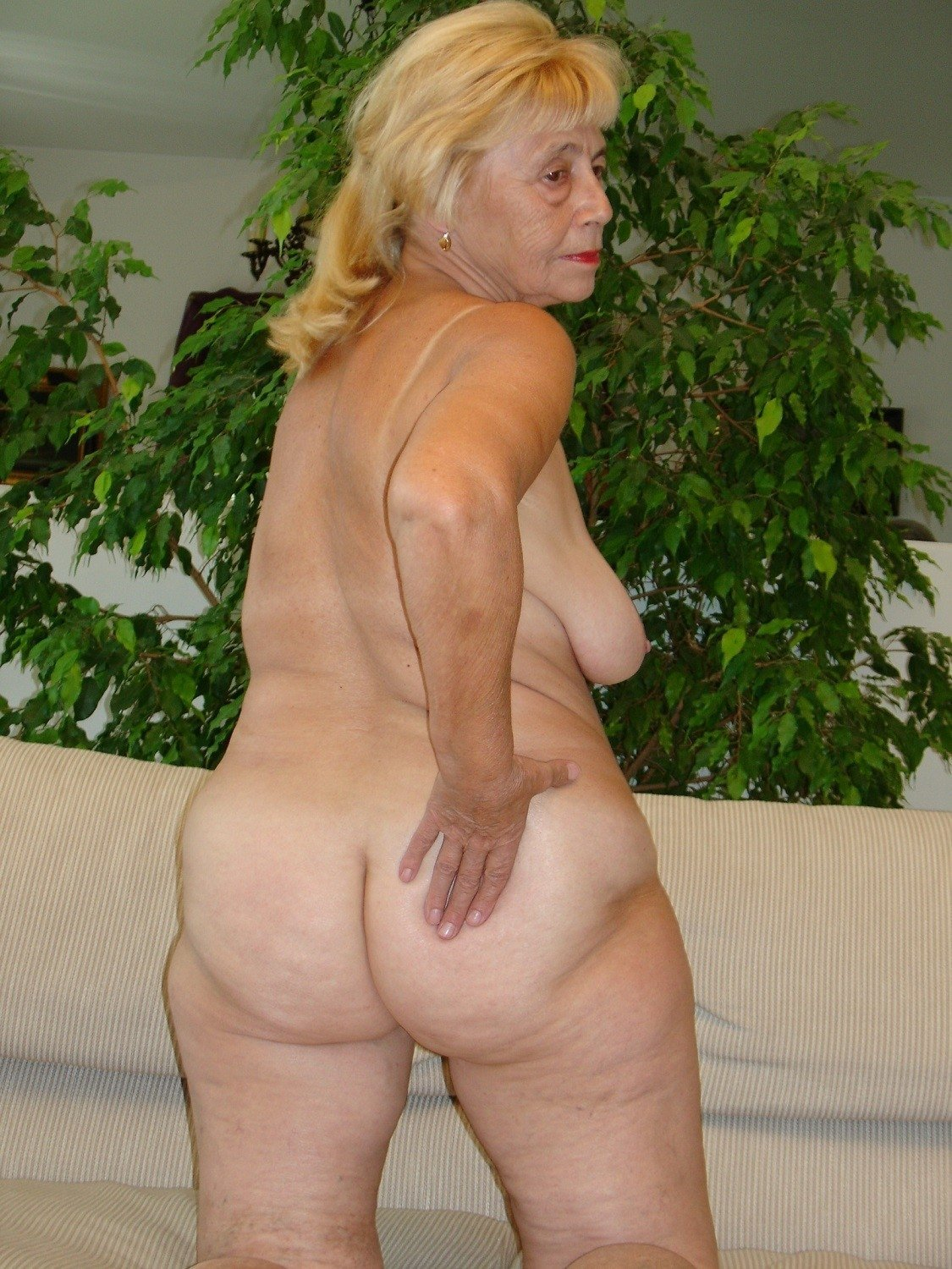 Old women in the nude