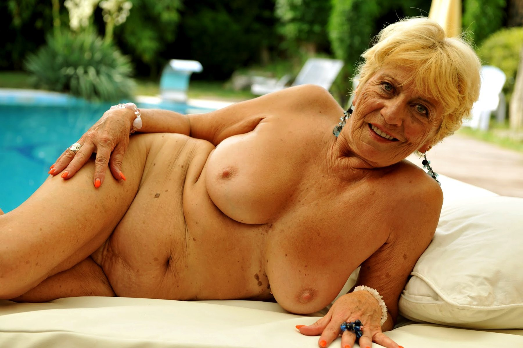 Older women nude gallery