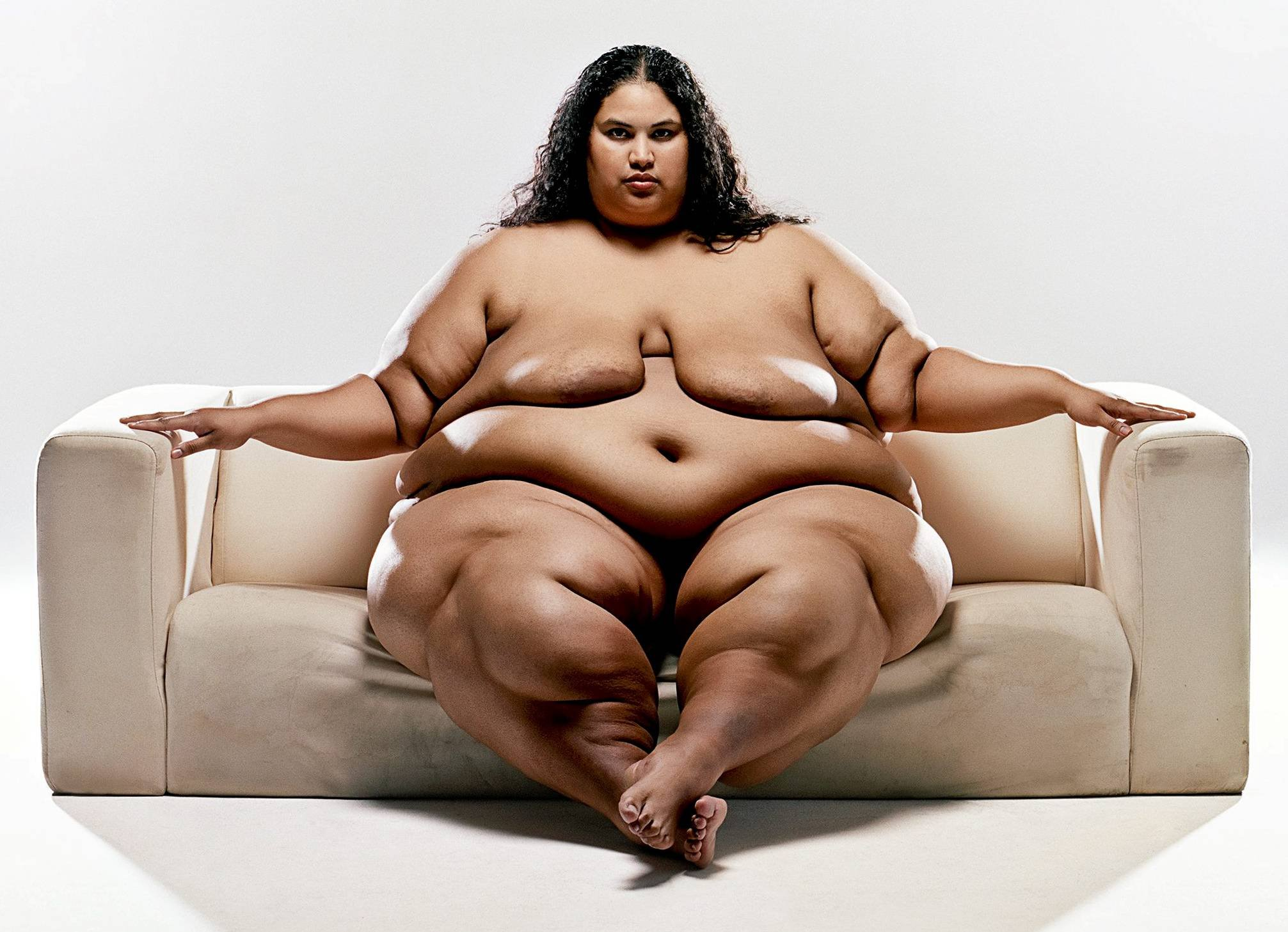 Yossi loloi photographs obese women in the nude, challenges traditional notions of beauty