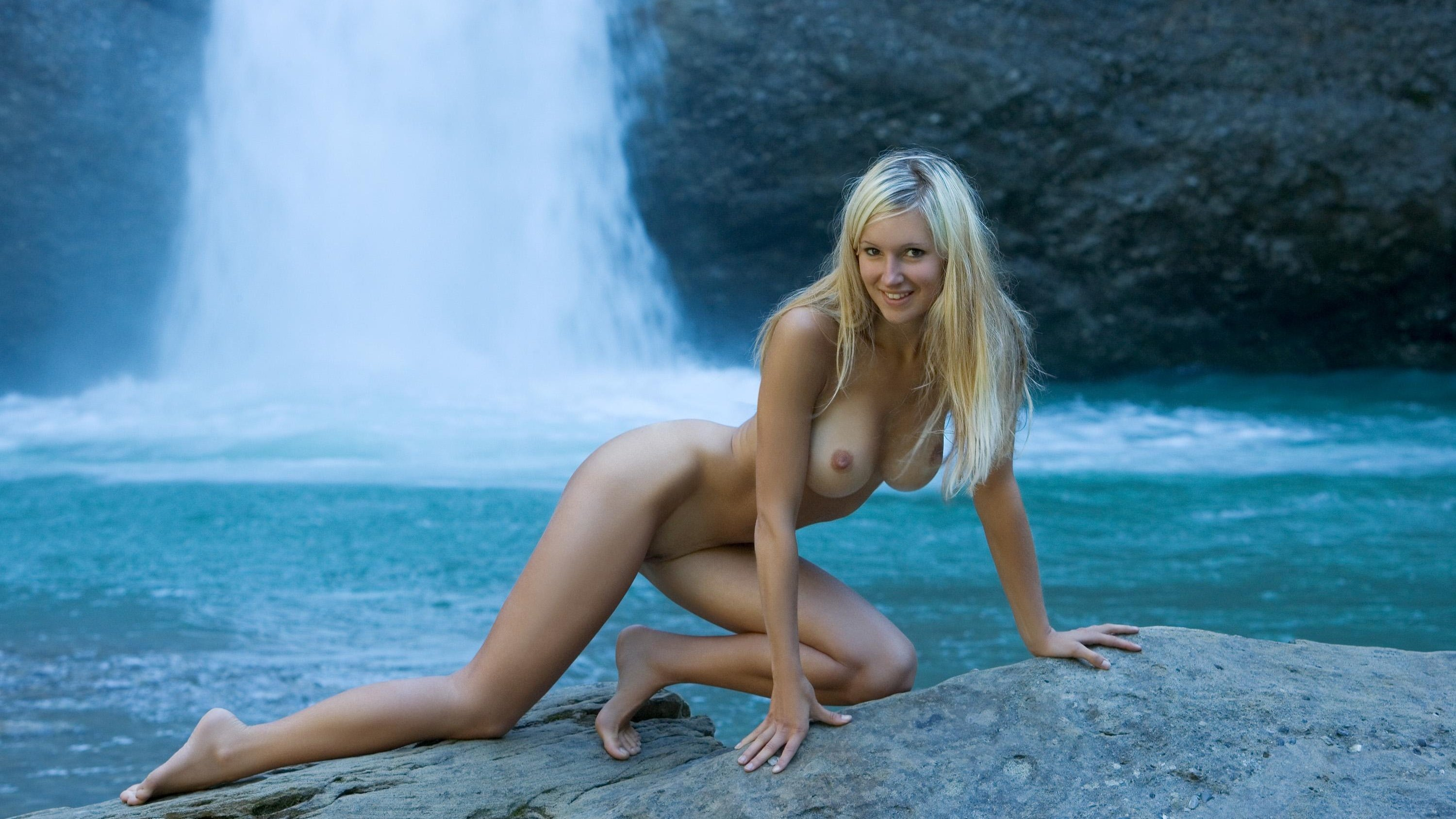Beautiful Busty Italian Model Babe Blonde Nude Photo Free Porn Images