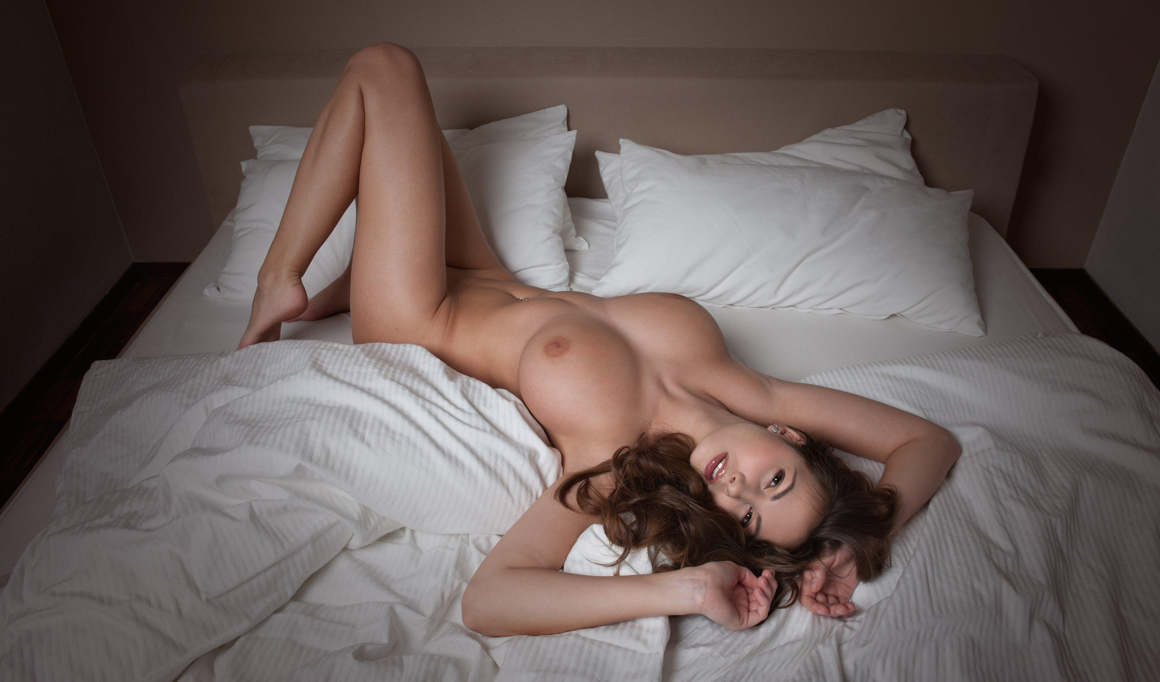 Sexy Topless Girls On Beds