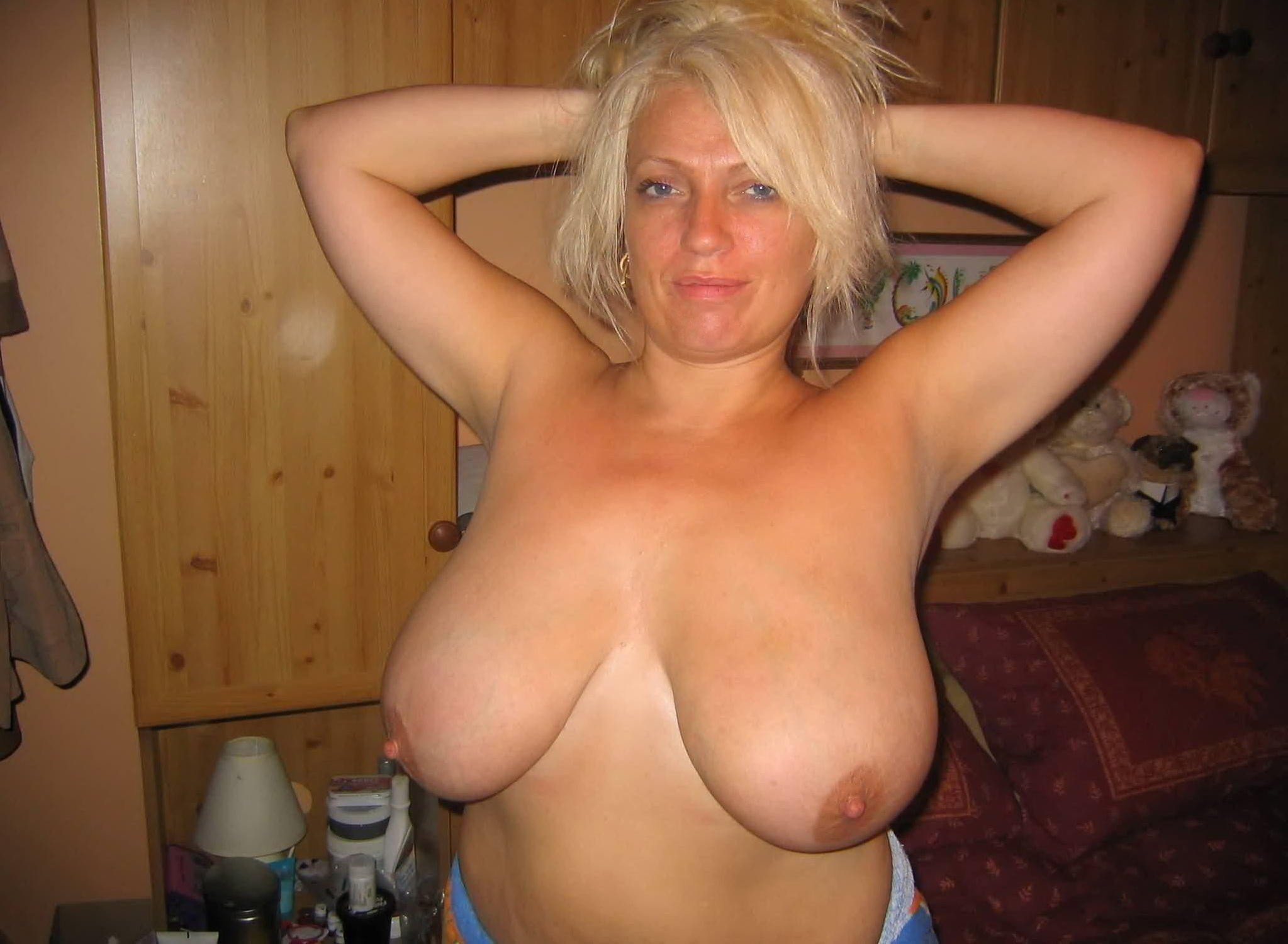 Mary is a depraved mature slut with big tits who love hard sex