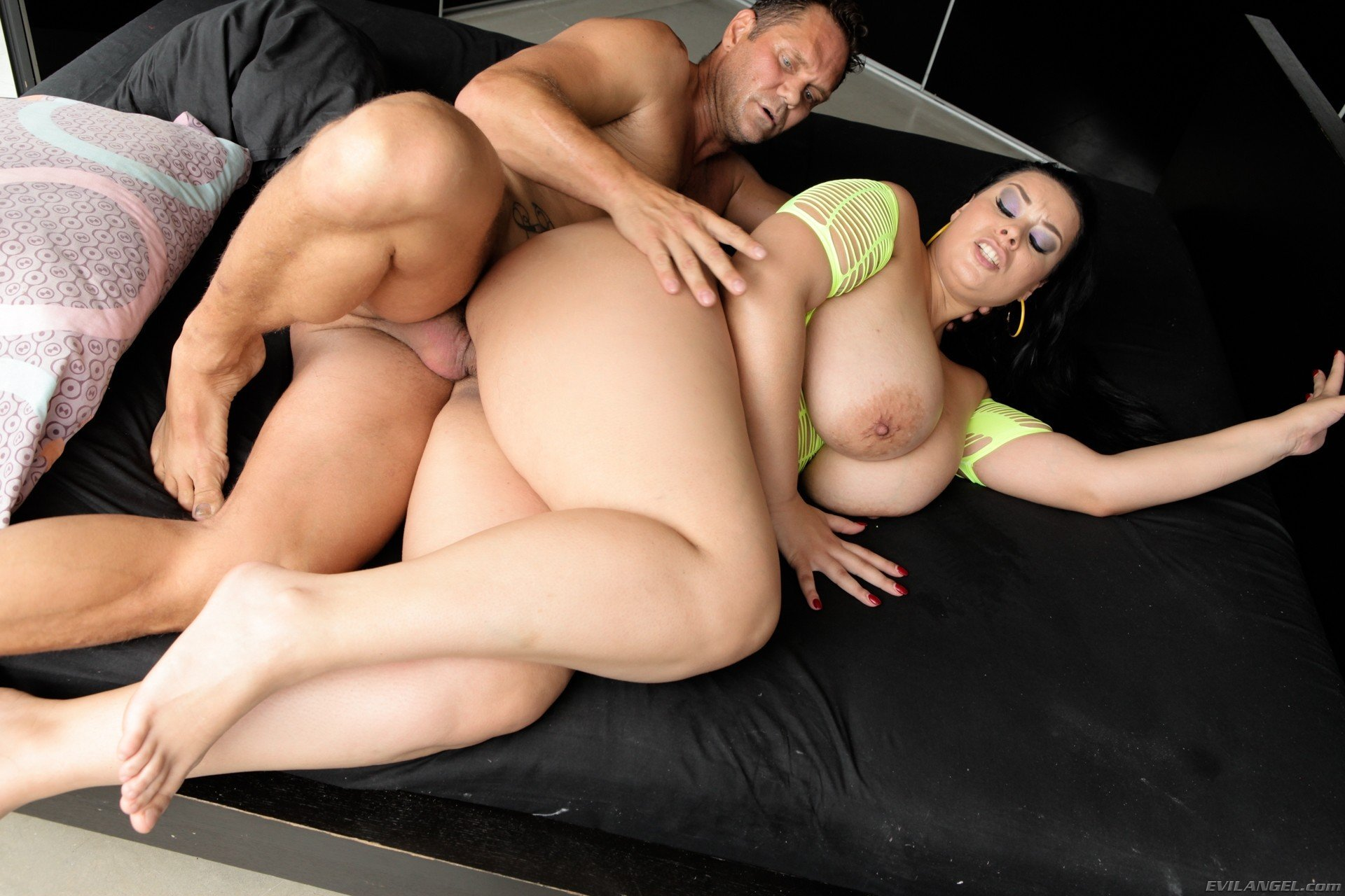 Curvy Bitch Smokes Vape And Passionately Fucks Her Tight Pussy With Black Dildo