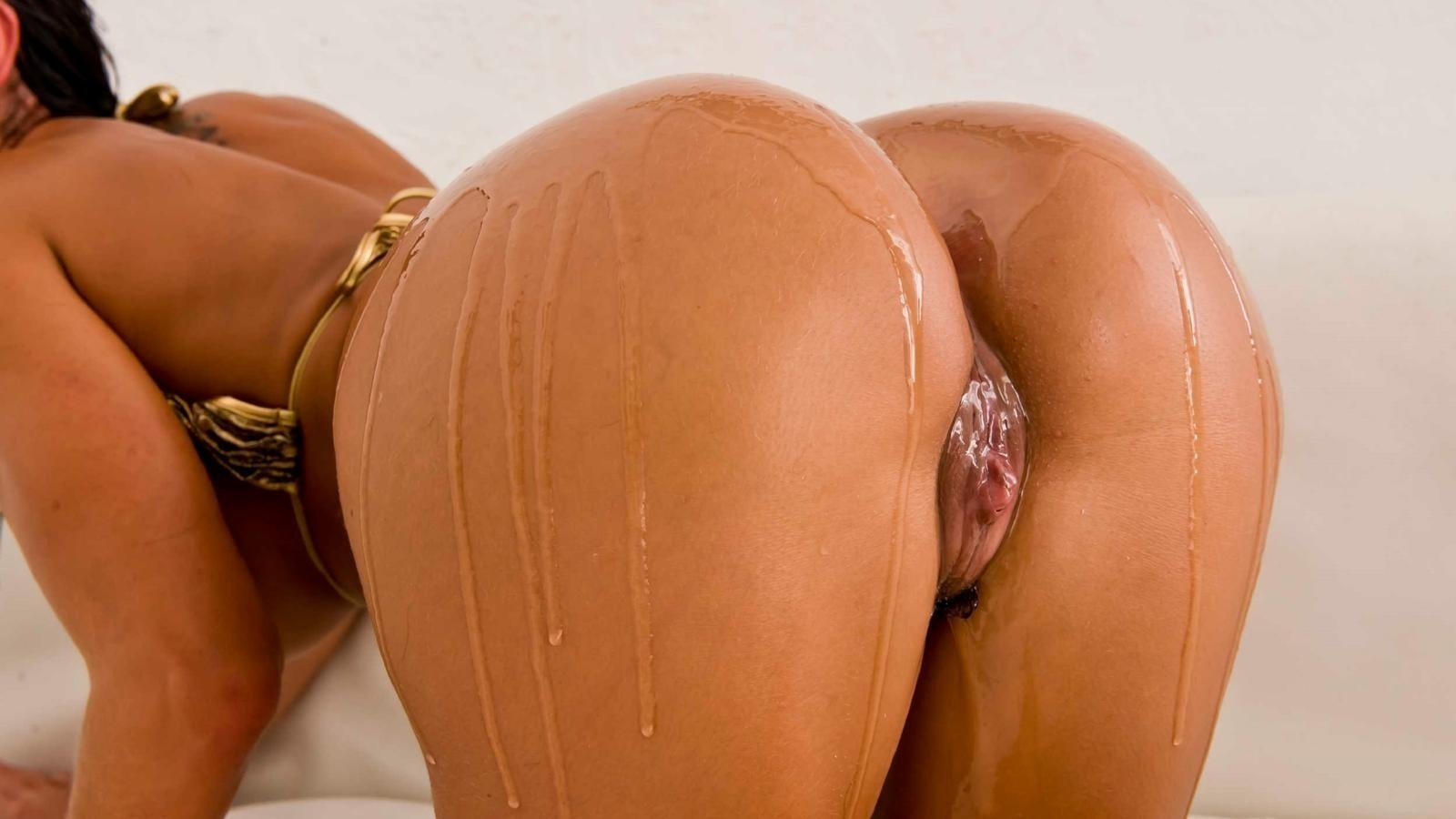 Long hair latina babe oiled up bare ass and pussy
